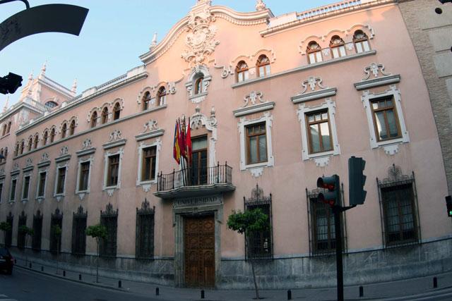 Ayuda de 7.500 euros para la contratación de jóvenes con título universitario