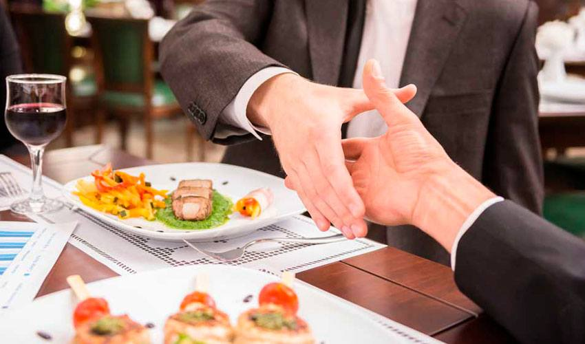 El Supremo avala que los autónomos puedan desgravarse las comidas de trabajo aunque no cierren ningún negocio en ellas